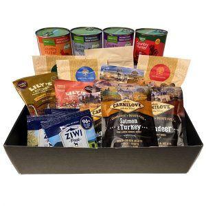Tastebox med smagsprøver på dåsemad, tørfoder og lufttørret kød